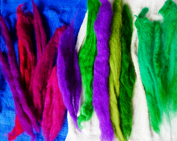 dyeing wool at home with food dye and microwave oven
