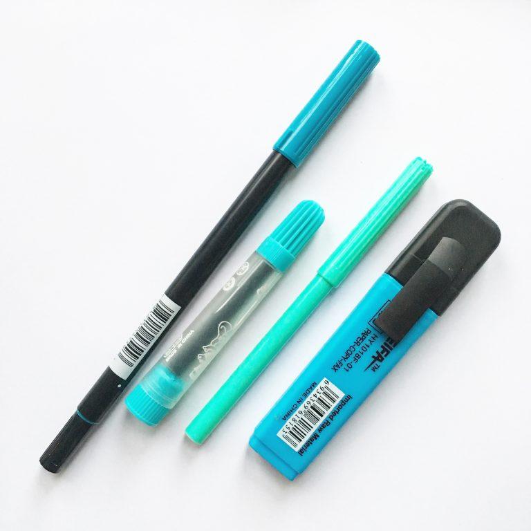 различни маркери в син цвят - скъп